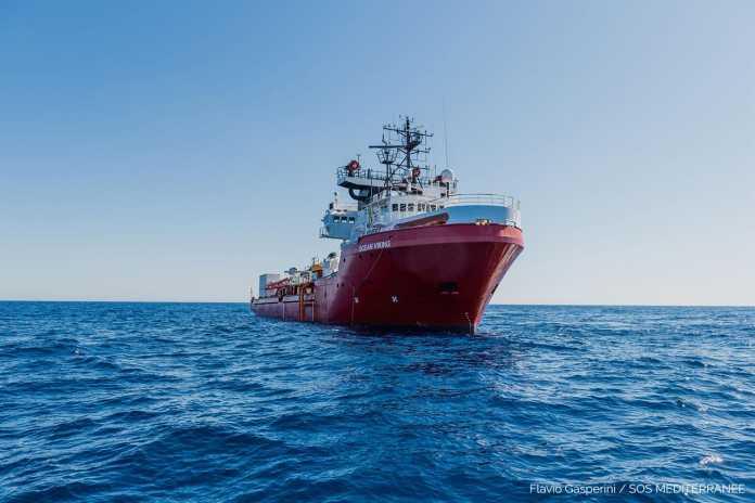 l'ocean-viking-dichiara-lo-stato-di-emergenza:-naufraghi-tentano-il-suicidio,-minacce-all'equipaggio